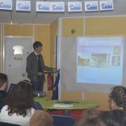 Matthieu  présentent les micro-projets de Beauvais
