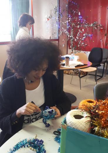 Fabiola realise des boules a base de perles de recup png